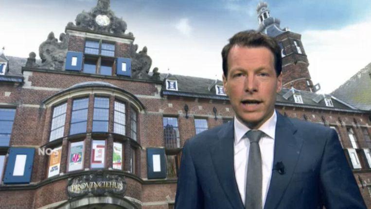 Herman van der Zandt leidt samen met Dionne Stax (niet op foto) een debat met twaalf Provinciale lijsttrekkers. Beeld NOS