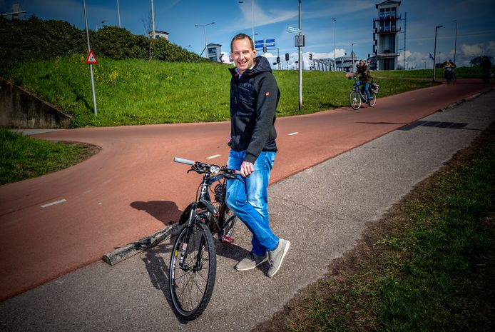 Caspar Laar vindt dat bij de plannen voor een snelfietsroute weinig rekening wordt gehouden met het omringende verkeer in de woonwijk.