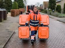Controleurs in Hellendoorn met de handen in de vuilbak, want het scheiden van afval 'kan en móet beter'