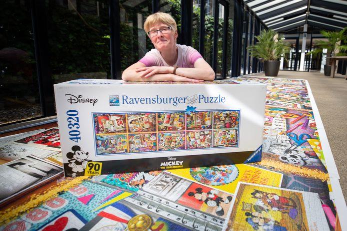 Marieke Sarton loste een Disney-puzzel van bijna 10 meter op, waaraan ze een jaar lang heeft gewerkt.