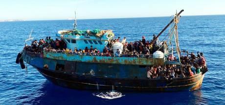Opnieuw honderden migranten aangekomen op Lampedusa: opvangcentrum is overvol