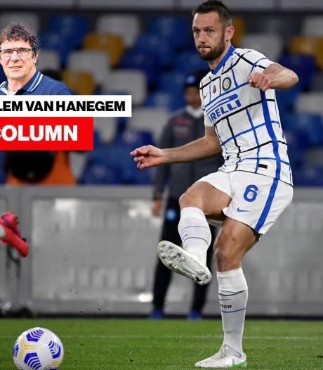 Column Willem van Hanegem | 'Schandalig hoe er met Stefan de Vrij is omgegaan'