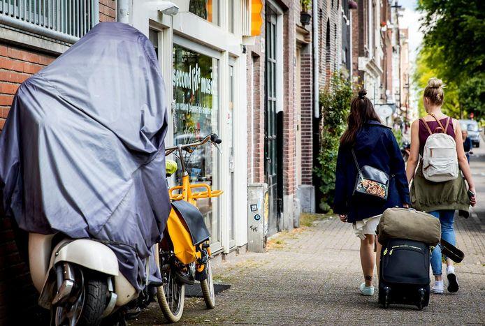Toeristen blijven weg en daarom stoppen diverse huiseigenaren met vakantieverhuur en bieden hun woningen nu aan voor reguliere huur.