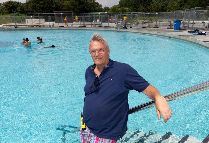 Bert Dijkhuizen, beheerder van de SLW-buitenbaden, hoopt op een drukkere zomer dan vorig jaar.