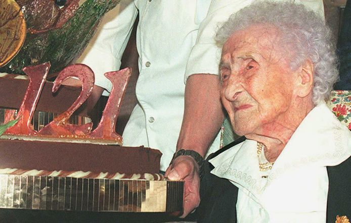 Jeanne Calment op het feestje voor haar 121ste verjaardag. Of misschien eigenlijk haar 98ste.