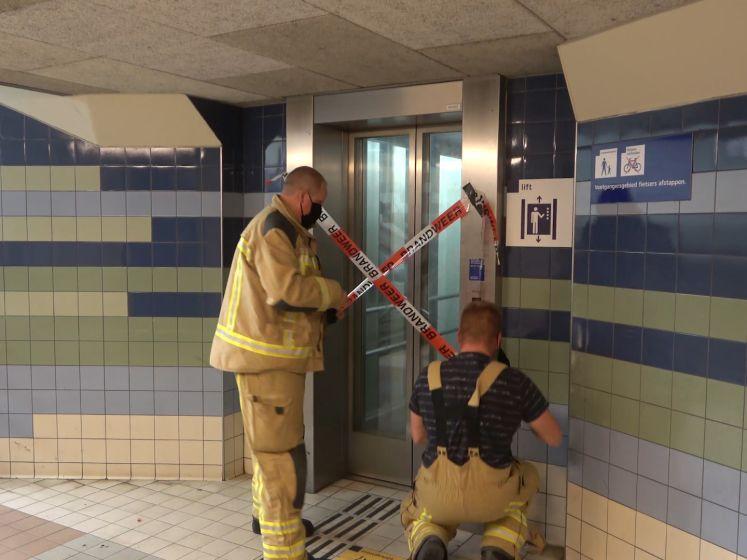 Vrouw vast in horrorlift op station Meppel
