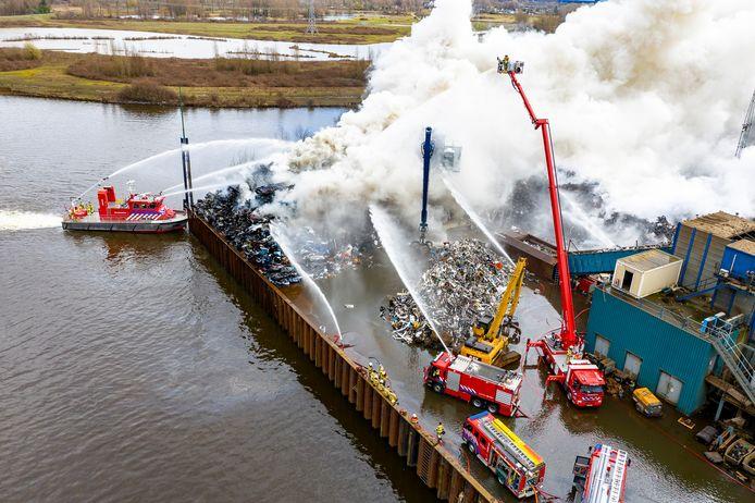 Den Bosch, Netherlands, 09-03-2021, Zeer grote brand AVI Den Bosch, Big fire AVI Den Bosch