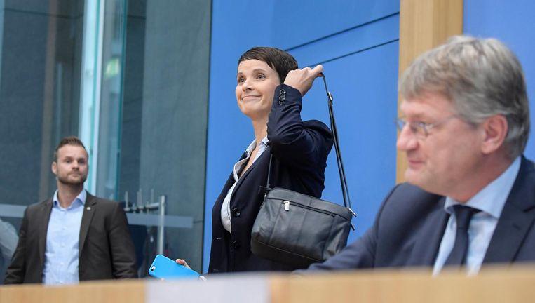 Petry verliet deze ochtend een gezamenlijke persconferentie, nadat ze totaal onverwacht had aangekondigd niet voor AfD in het parlement te willen zetelen. Beeld epa