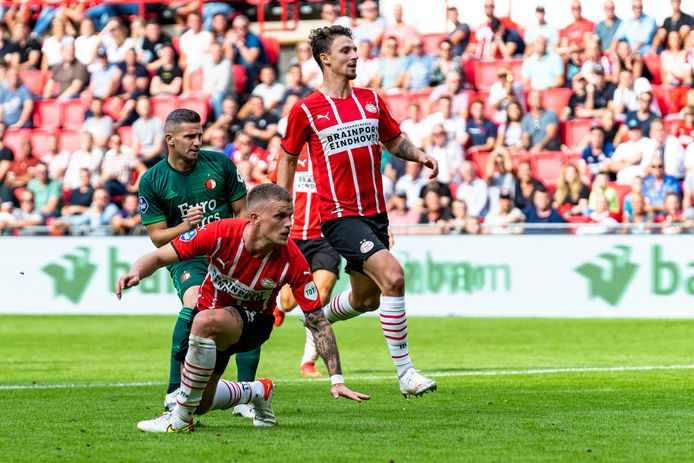 EINDHOVEN, Netherlands, 19-09-2021, football, , Dutch eredivisie, season 2021 / 2022,  during the match PSV - Feyenoord,  Feyenoord player Bryan Linssen scores the 0-2