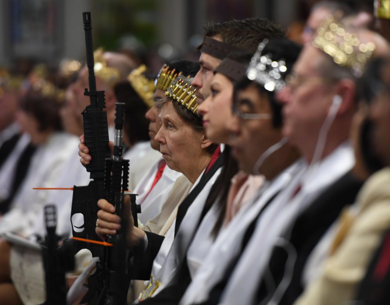 Sommige evangelicals gaan met een geweer naar een kerkdienst, zoals hier in het Amerikaanse Newfoundland, Pennsylvania.