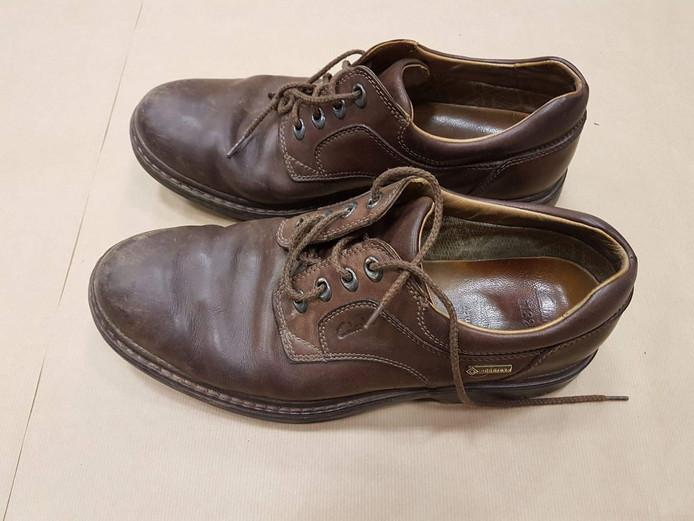 De schoenen van de man.