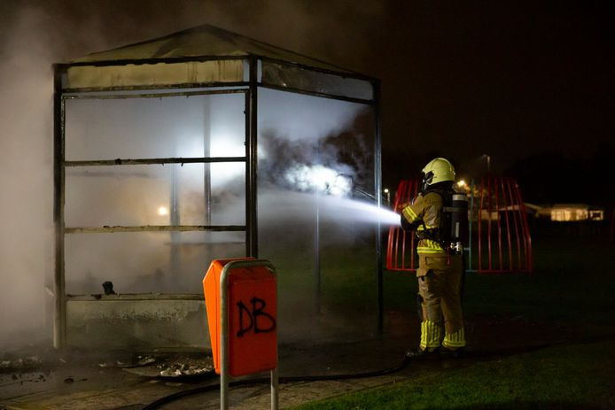 De brandweer rukte woensdagnacht verschillende keren uit in Roosendaal.
