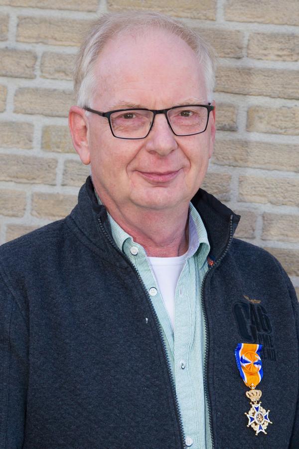 Veldhovenaar Fred Holtkamp mag zich voortaan Officier in de Orde van Oranje-Nassau noemen.