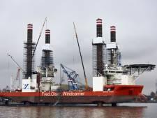 Werkschip gaat 70 meter de lucht in bij Heijplaat