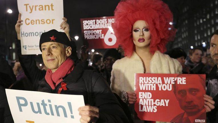 Demonstranten protesteren in Londen tegen Poetin. Beeld reuters