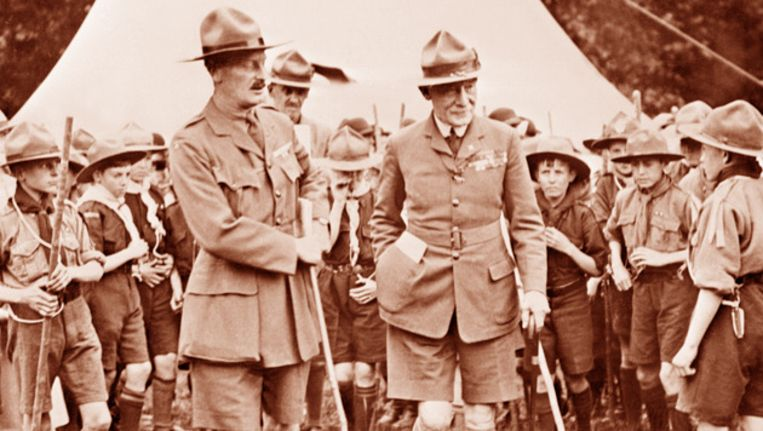 Scouting-oprichter Lord baden Powell (r.). © AFP Beeld