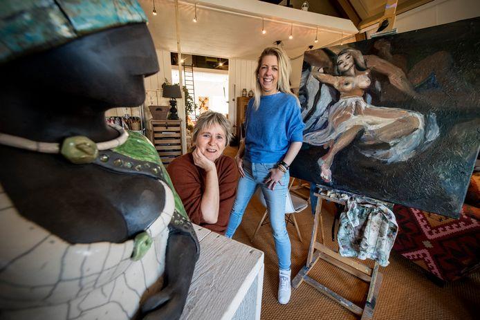 De Kunstverdieping - kunstenaars Marion Murman (l) en Merel Feenstra.