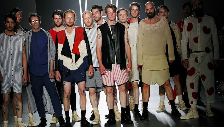 Modellen showen creaties van modeontwerpster Marije de Haan tijdens de Amsterdam Fashion Week in juli 2012. Beeld ANP