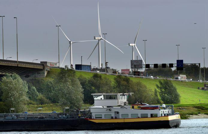 Bij Vianen zijn de laatste nieuwe windmolens in de provincie Utrecht geplaatst.