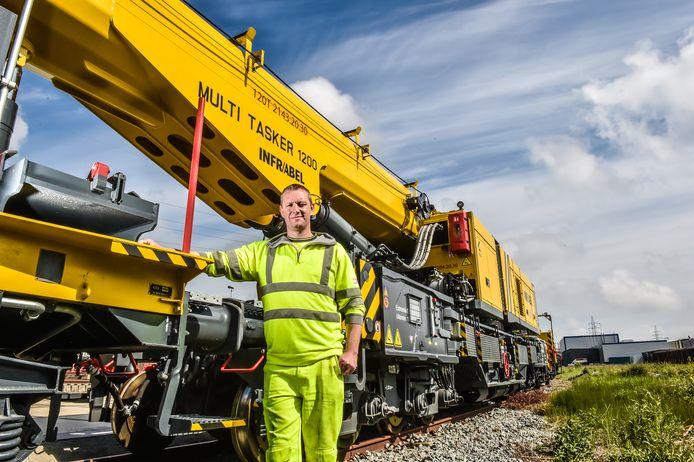 Infrabel recherche notamment des électromécaniciens, des mécaniciens, des poseurs de voies, des ingénieurs et des conducteurs pour les trains de travaux.