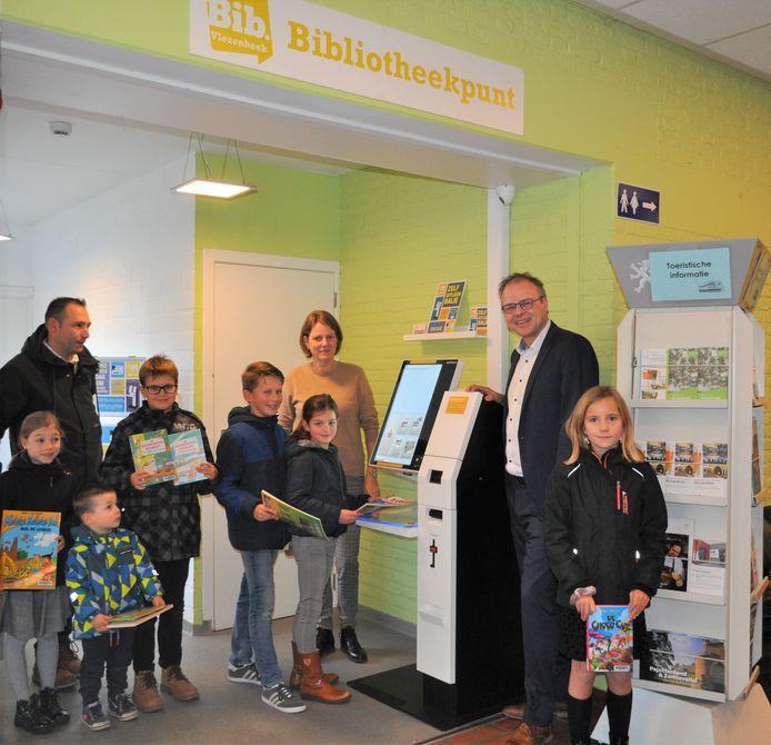 In het bibliotheekpunt van Vlezenbeek is een zelfuitleenbalie geïnstalleerd. Daardoor kunnen de Vlezenbeekse leden van de bibliotheek bijna elke dag boeken uitlenen.