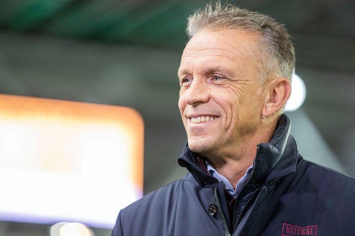 Edward Sturing blijft langer aan als hoofd opleiding bij Vitesse.