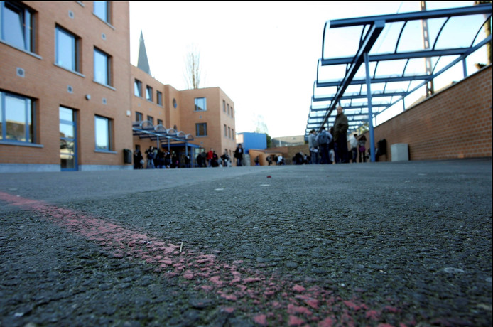 La cour de récréation de l'Institut Saint-Joseph Notre-Dame à Jumet (Charleroi)