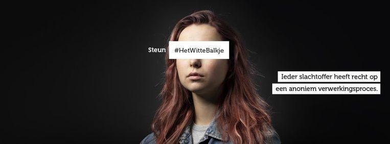 Campagnemateriaal van Slachtofferhulp Nederland. De organisatie wil dat beelden van slachtoffers van misdrijven in strafdossiers wordt beschermd met een wit balkje. Beeld Slachtofferhulp Nederland