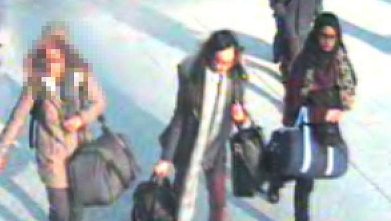 Een foto van drie jonge, Britse, meiden die afreisden naar Syrië om zich bij de Islamitische Staat aan te sluiten. Beeld epa