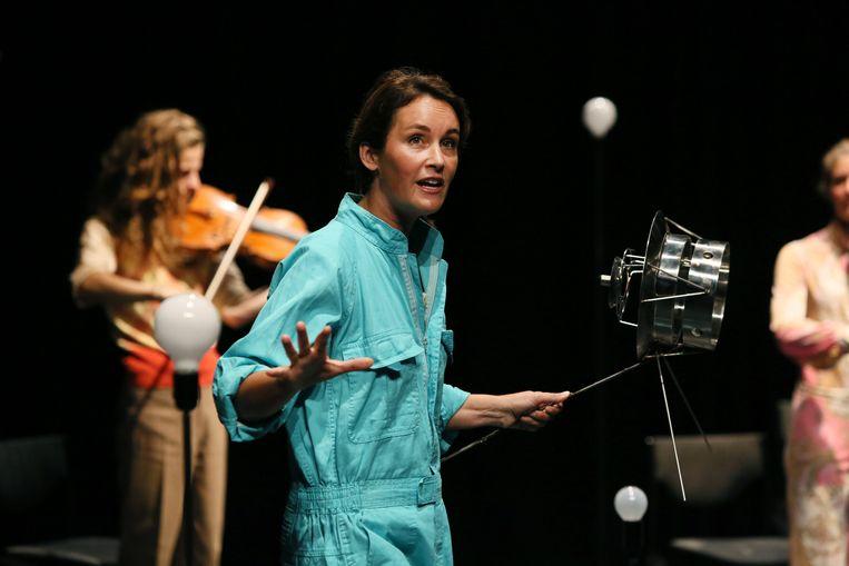 Marjolijn van Heemstra in Voyagers van Theater Rotterdam. Beeld Sanne Peper