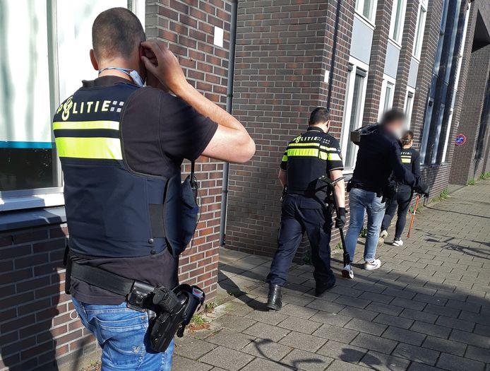 De aanhouding van een van de verdachte pooiers eerder deze week in Amsterdam.