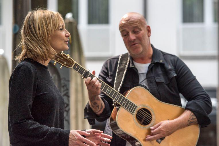 Bløf en Geike Arnaert gaven op 23 mei een spontaan straatconcert in het centrum van Antwerpen. Ze speelden meerdere nummers waaronder 'Zoutelande', 'Dansen aan Zee', 'Aan de Kust' en 'Alles is Liefde'.