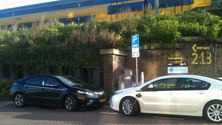 Elektrische auto's kunnen straks toe met een lichtere en goedkopere accu, of kunnen anderhalf keer zo ver rijden met dezelfde accu. Beeld Vincent Dekker