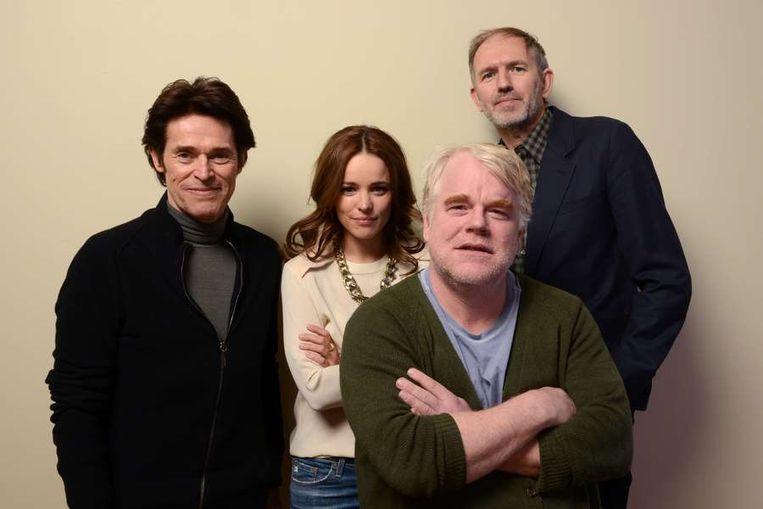 Acteurs van 'A Most Wanted Man' Willem Dafoe, Rachel McAdams en Philip Seymour Hoffman met regisseur Anton Corbijn. Beeld anp