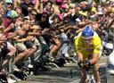 Lance Armstrong tijdens een tijdrit in de Tour de France van 2000.