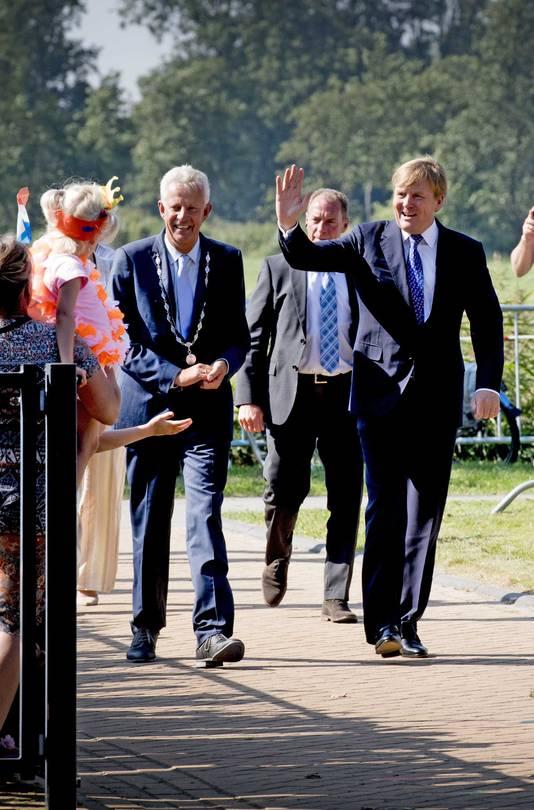 Koning Willem Alexander bracht ook een bezoek aan multicultureel centrum De Gaveborg in het Groningse Oostwold