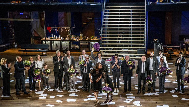 De theaterproductie Borgen van het Noord Nederlands Toneel zit vol vaart Beeld anp