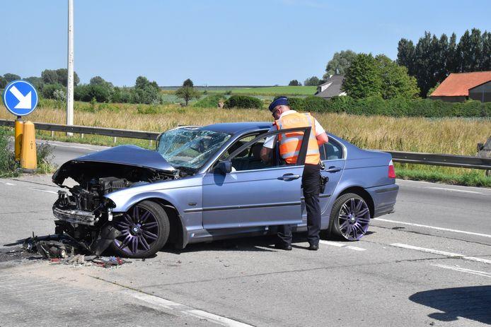 De BMW van de Roemeense automobilist liep zware schade op.