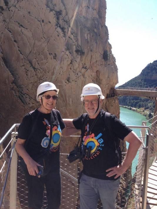 Gea Moser en haar partner Arnold Smits op de Caminito del Rey.