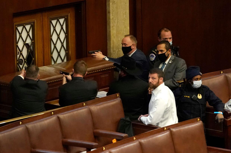 Politie-agenten in de senaatszaal Beeld Getty Images