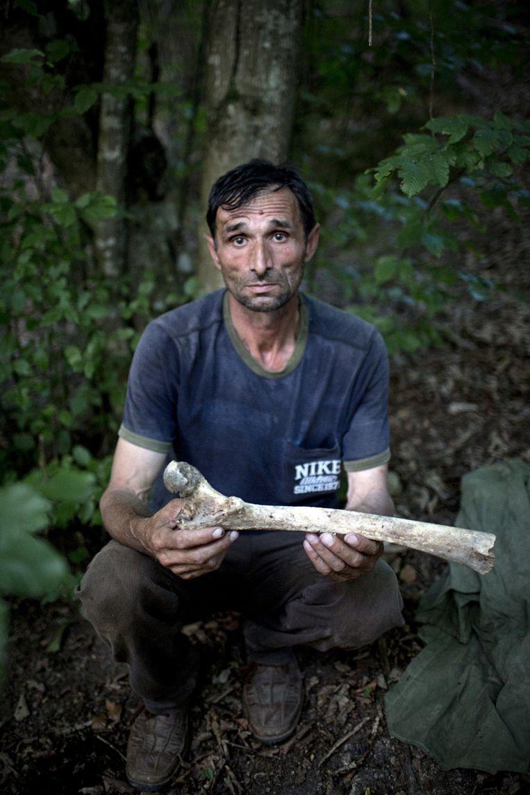 Ramiz Nukic (54). Werkloos. Maakte identificatie van 250 slachtoffers mogelijk. Beeld Julius Schrank