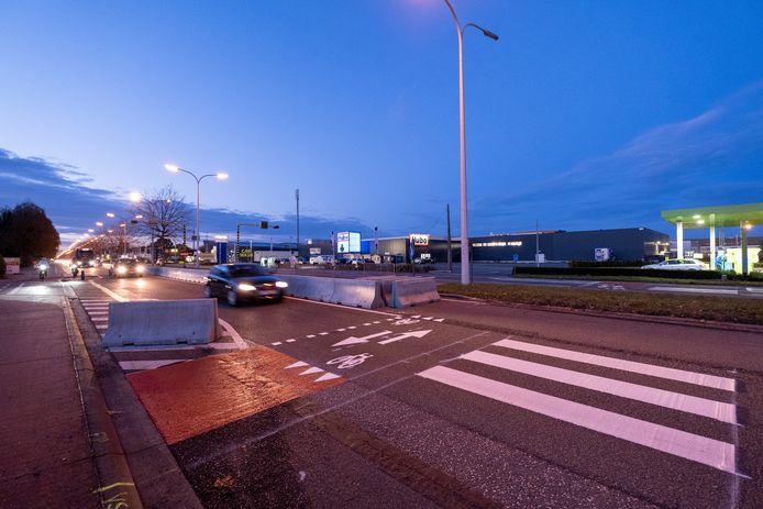 De proefopstelling op de Antwerpsesteenweg, ter hoogte van de Guido Gezellelaan.