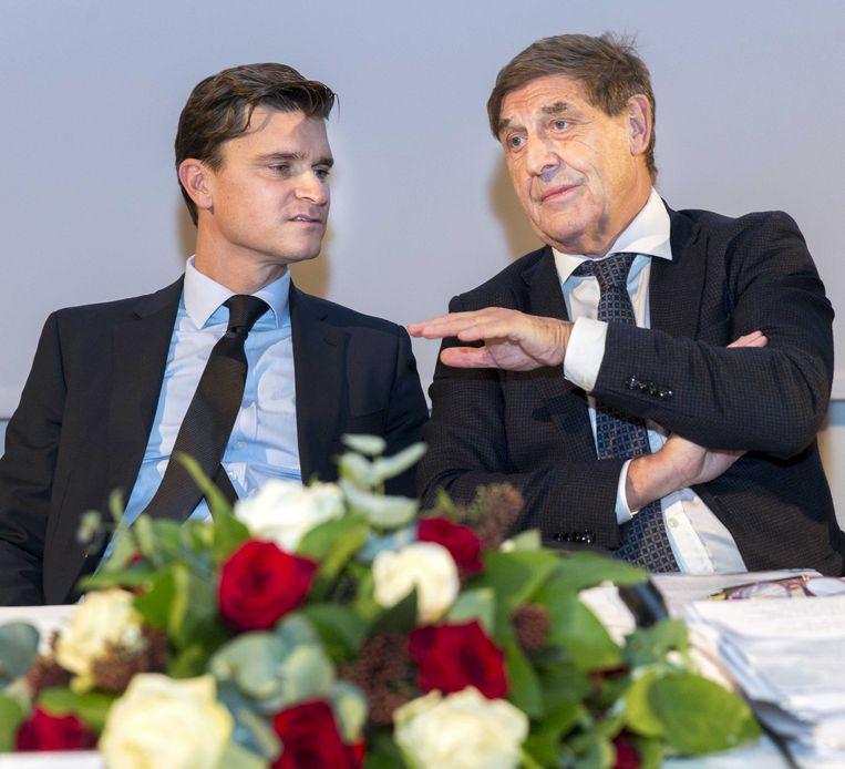 2015-11-13 15:06:19 AMSTERDAM - Ernst Ligthart en Theo van Duivenbode beide lid van de Raad van Commissarissen van Ajax voorafgaand aan de algemene vergadering van aandeelhouders van Ajax. ANP JERRY LAMPEN Beeld null