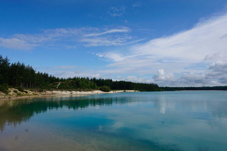 Caribisch blauw water aan het Gasselterveld. Beeld Matthijs Meeuwsen