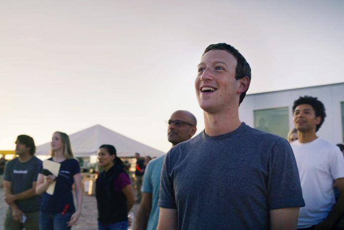 Facebook-CEO Mark Zuckerberg woonde de testvlucht van de Aquila bij.