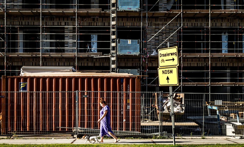 Bouwproject in Buiksloterham, Amsterdam-Noord. Hoe lager de heffing voor wooncorporaties is, hoe meer geld ze over hebben voor nieuwbouw en verduurzaming, zeggen ze. Beeld Hollandse Hoogte /  ANP