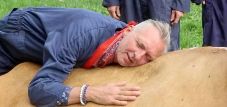Kijkcijfers Meilandjes door het dak: 1,6 miljoen mensen zien hoe Martien op koe kruipt
