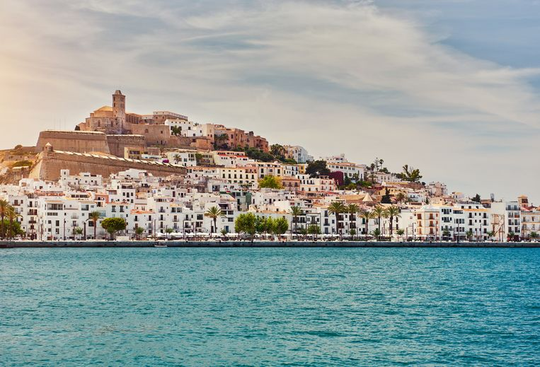Waterside view of the Dalt Vila of Ibiza. The fortification of the city were listed as a UNESCO Heritage Site in 1999. Balearic Islands, Spain Beeld Getty Images