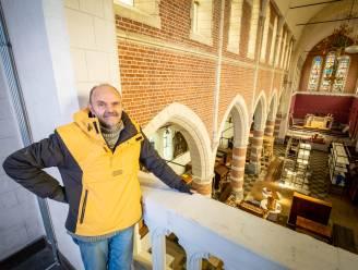 """Puzzelman geeft kerk Klein-Willebroek nieuwe toekomst: """"Ambitie om hier de mooiste puzzelwinkel ter wereld te openen"""""""