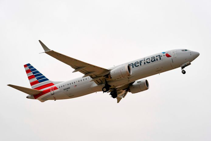 Een Boeing 737 MAX van de Amerikaanse luchtvaartmaatschappij American Airlines op archiefbeeld.